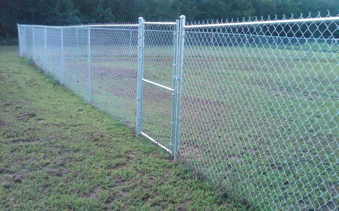 Chain Link Fence Gate Installation : Peiranos Fences - Chain Link