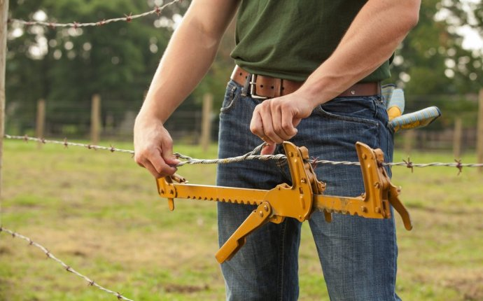 Fence repair tools